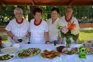 Gminę Nędza reprezentowały panie ze Stowarzyszenia Kobiet Aktywnych i Ich Rodzin, które tradycyjnie przygotowały stół pyszności i częstowały gości tradycyjnymi śląskimi smakołykami