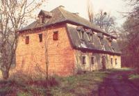 Opuszczony budynek domku myśliwskiego