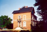 Budynek ceglany, charakterystyczna zabudowa regionu